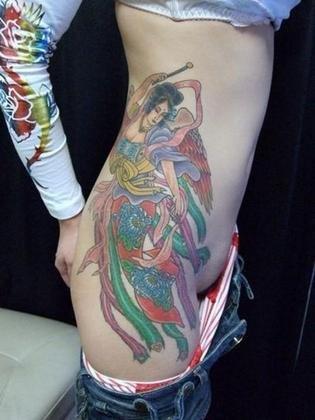 タトゥーの素人エロ画像5