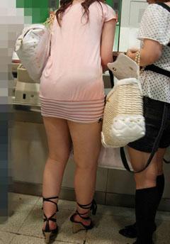 ボディラインと透けパン・透けブラがエロいワンピース女子の街撮り素人エロ画像21