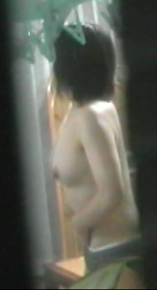 嫁を隠し撮りした家庭内盗撮素人エロ画像5