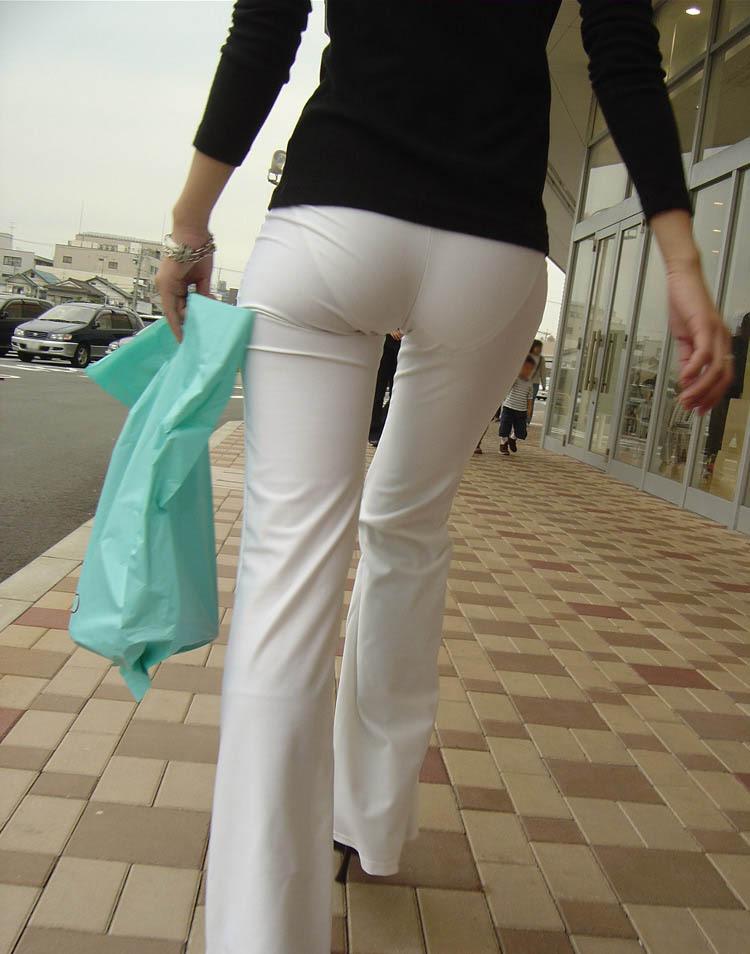 生ケツを見てみたい引き締まった小さめお尻の街撮り素人エロ画像28
