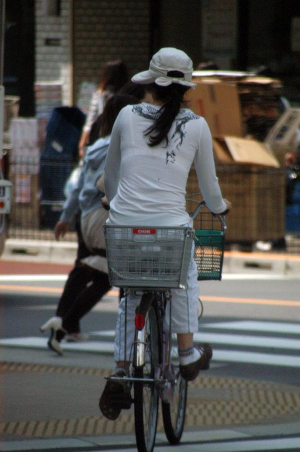 透けブラ街撮り素人エロ画像17