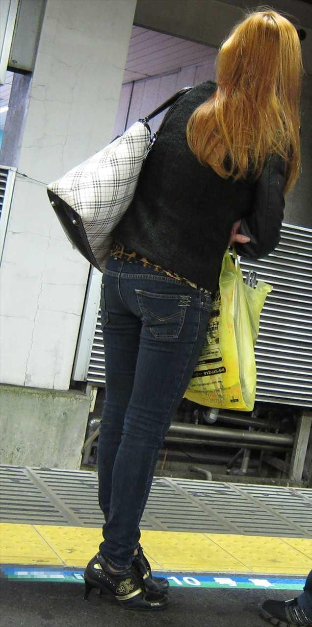 ジーンズ女子の街撮り素人エロ画像3