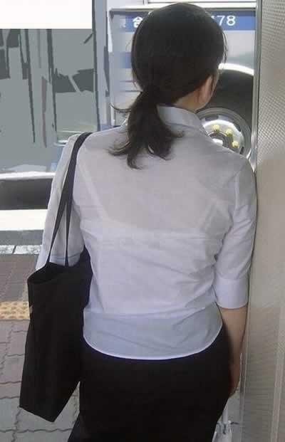 OLや働くお姉さんの街撮り透けブラエロ画像015