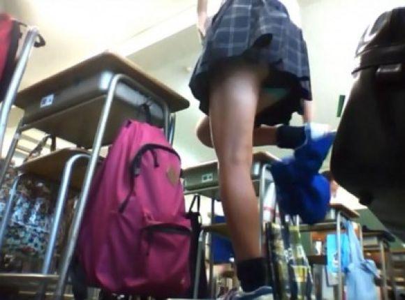 JKの学校内盗撮パンチラ素人エロ画像33