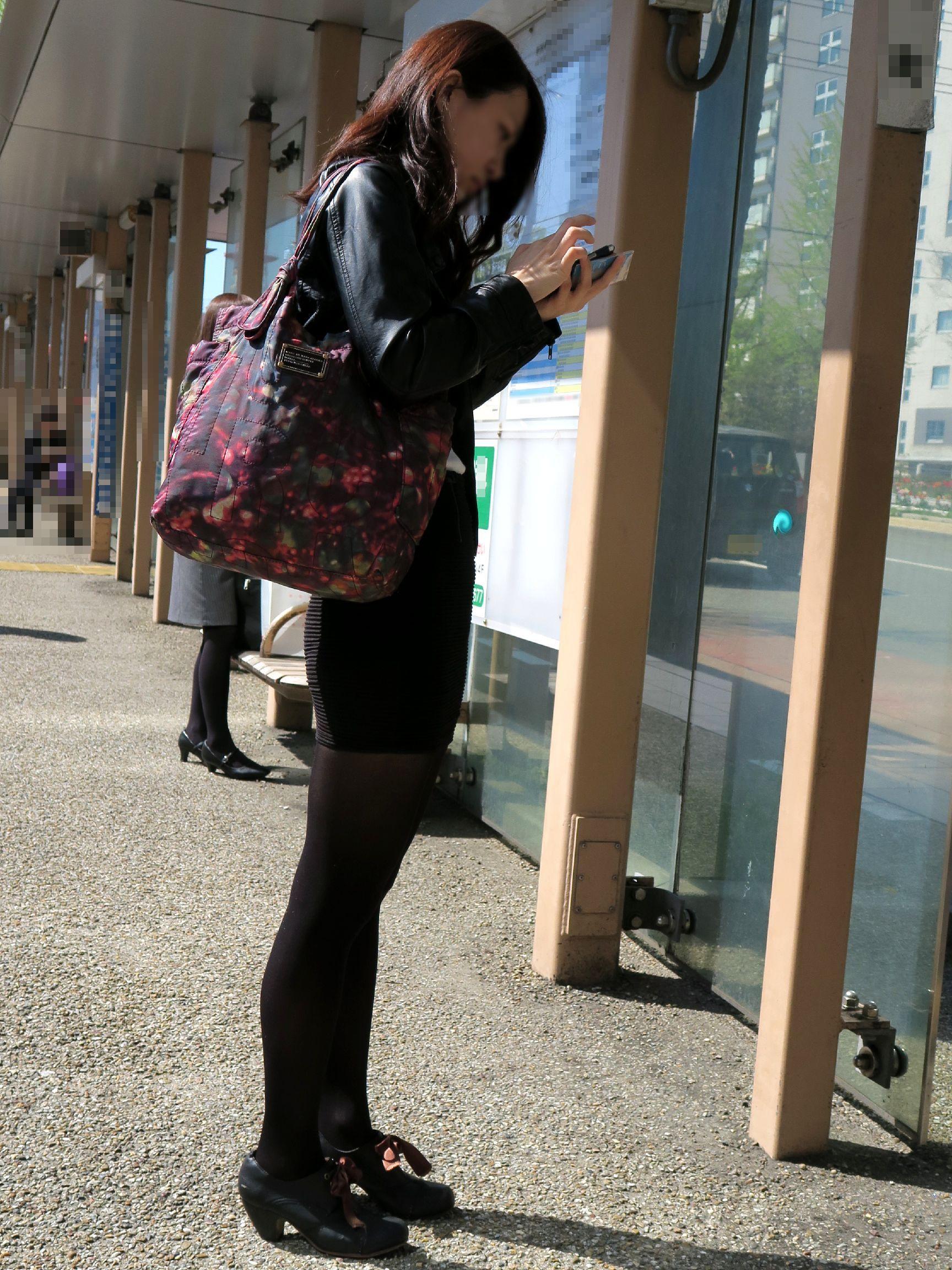 ミニスカ・ショートパンツの黒ストッキングギャル街撮り素人エロ画像13