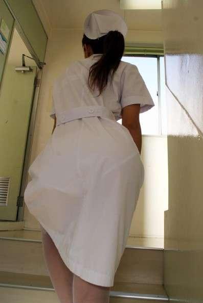 白いナース服から透けパン透けブラしている素人エロ画像012