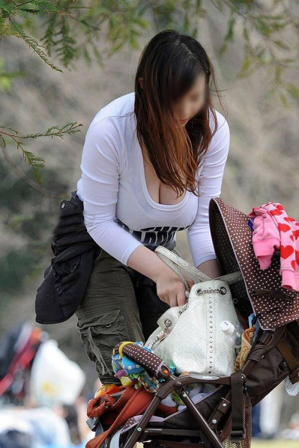 子連れ若ママの胸チラおっぱい盗撮素人エロ画像028