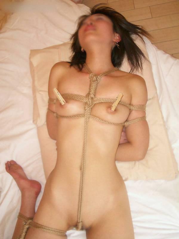 ロープで縛られている素人SM調教エロ画像17