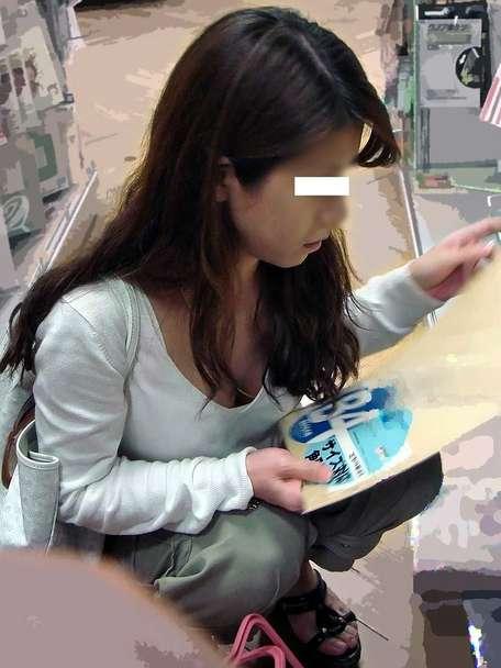 胸チラおっぱいがエッチな女性の素人エロ画像-033
