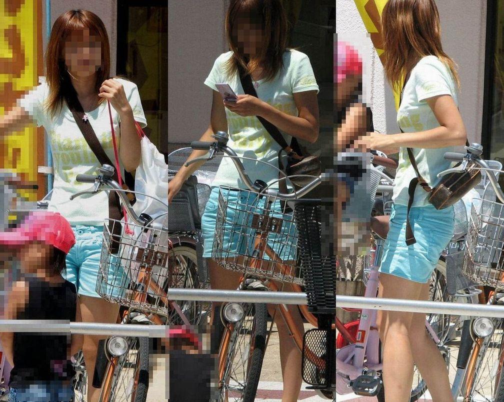 ジーンズやショートパンツやピタパンの女性の股間を街撮りした素人エロ画像16